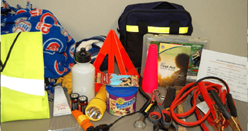 what to put in a car emergency kit